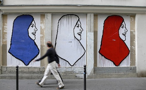 Fresque Hijab France [source France24]