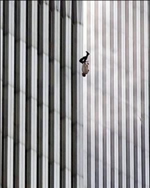 Richard Drew-AP Homme qui saute du haut du World Trade Center le 11 septembre