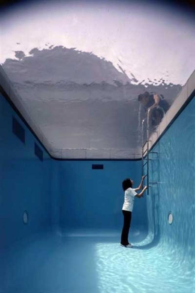 Leandro Erlich installation